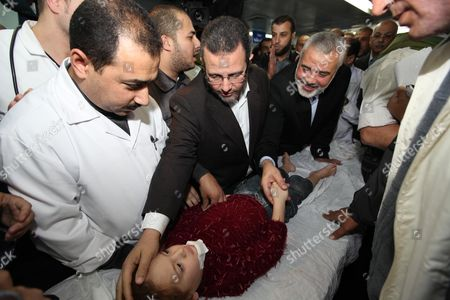 Ismail Haniyeh and Hesham Qandil visit to a hospital in Gaza City