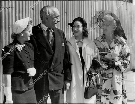 Marcus Lipton (mp For Brixton) With Actresses Avril Angers Pat Kirkwood And Christine Norden All At House Of Commons 1952.
