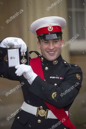 Sgt Simon Wright-Hider with the Concious Gallantry Cross