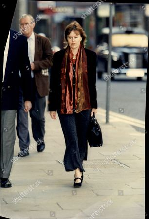 Frances Lawrence Widow Of Head Teacher Philip Ambrose Lawrence Qgm Arriving At Court For The Murder Trial. Philip Lawrence Was A London-based Headmaster Who Was Stabbed To Death Outside The Gates Of His School When He Went To The Aid Of A Pupil Who Was Being Attacked By A Gang.