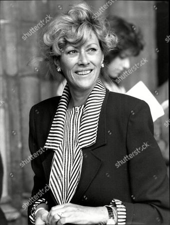 Sue Lloyd Actress At Memorial Service For Photographer Norman Parkinson Westminster Abbey 1990.