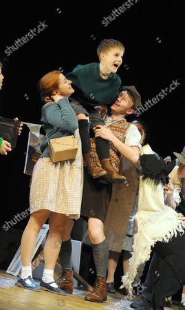 Louise Collins as Ginnie, Ewan Harris as William, Bradley Hall as George