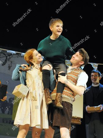Louise Collins as Ginnie, Ewan Harris as William, Bradley Hall George