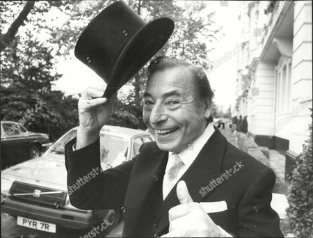 Musician And Band Leader Joe Loss At Buckingham Palace For His Investiture Joshua Alexander 'joe' Loss Lvo Obe (22 June 1909 A 6 June 1990) Was A British Musician Popular During The British Dance Band Era And Was Founder Of The Joe Loss Orchestra.