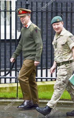 Head of the Army Gen Sir David Richards (L)
