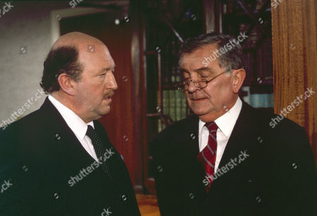 Robert Lang as Charles Frazer and Tenniel Evans as Chapman
