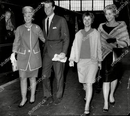 Film Stars Leaving Kings Cross Station L To R June Thorburn Roger Moore Rita Tushingham And Liz Fraser.