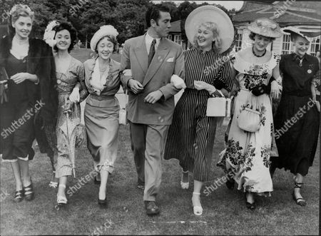 Harriet Johns Lana Morris Glynis Johns Kieron Moore Christine Norden Anne Crawford And Sandra Lee At A Theatrical Party In Roehampton.