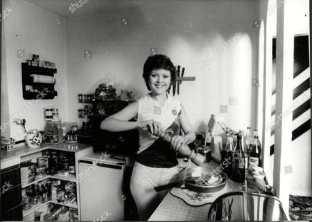 Cheryl Murray Actress At Home In Kitchen 1980.