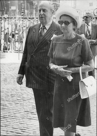 Actor Robert Morley With Wife Joan At Memorial Service Of Actress Sybil Thorndike At Westminster Abbey Robert Adolph Wilton Morley Cbe (26 May 1908 A 3 June 1992) Was An English Actor Who Often In Supporting Roles Was Usually Cast As A Pompous English Gentleman Representing The Establishment. In Movie Encyclopedia Film Critic Leonard Maltin Describes Morley As 'recognisable By His Ungainly Bulk Bushy Eyebrows Thick Lips And Double Chin [...] Particularly Effective When Cast As A Pompous Windbag'. More Politely Ephraim Katz In His International Film Encyclopaedia Describes Morley As A 'a Rotund Triple-chinned Delightful Character Player Of The British And American Stage And Screen.'.