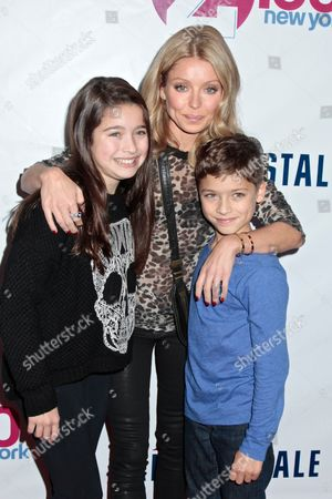 Kelly Ripa with her daughter Lola Consuelos and son Joaquin Consuelos