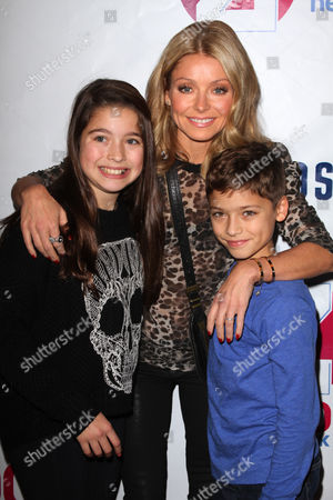 Stock Photo of Kelly Ripa with her daughter Lola Consuelos and son Joaquin Consuelos