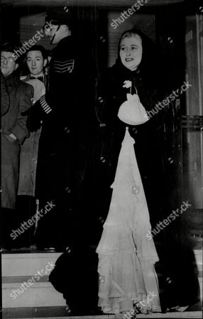 Christine Norden Actress At Premier Of Film Le Roi Riatto Cinema London 1950.