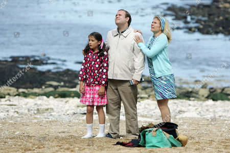 Rhiannon Howden as Ellie Morgan, Thomas Aldersley as Mr Morgan and Glenda McKay as Mrs Morgan