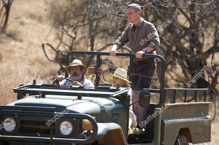 Danny (Stephen Tomkinson), Caroline (Hayley Mills) and Du Plessis (Deon Stewardson) search for the Vultures.