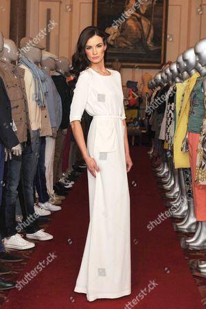Stock Image of Model Karen Fitzpatrick wears Lennon Courtney white dress e390