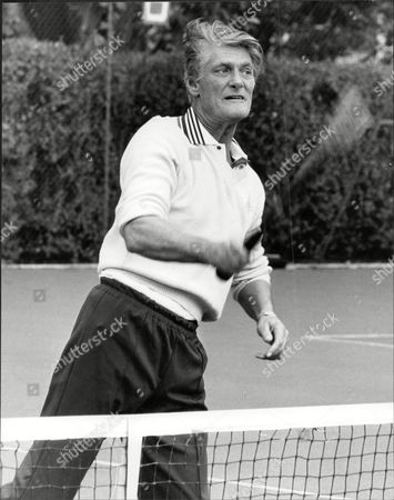 Dj Pete Murray Playing Tennis Peter 'pete' Murray Obe (born 19 September 1925) Is A British Radio And Television Presenter And A Stage And Screen Actor. His Broadcasting Career Spanned Over 50 Years.