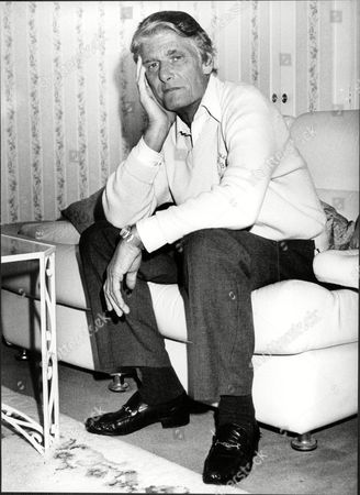 Dj Pete Murray At Home Peter 'pete' Murray Obe (born 19 September 1925) Is A British Radio And Television Presenter And A Stage And Screen Actor. His Broadcasting Career Spanned Over 50 Years.