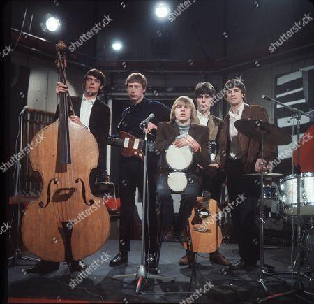 The Yardbirds - Paul Samwell-Smith, Chris Dreja, Keith Relf, Jeff Beck and Jim McCarthy