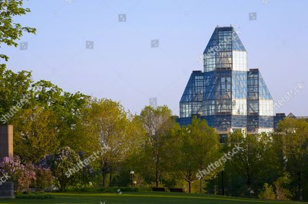 National Gallery of Canada,Architect Moshe Safdie