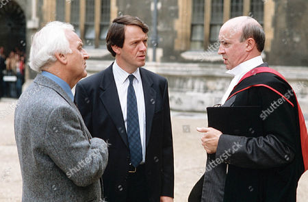 John Thaw as Chief Inspector Morse, Kevin Whately as Detective Sergeant Lewis and Alan David as Sir Watkin Davies