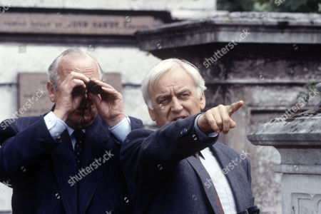 James Grout as Chief Superintendent Strange and John Thaw as Chief Inspector Morse
