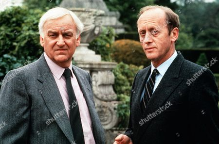 John Thaw as Chief Inspector Morse and Kenneth Colley as DCI Patrick Dawson
