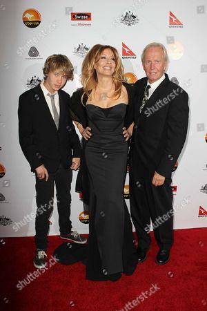Linda Kozlowski and Paul Hogan with their son Chance