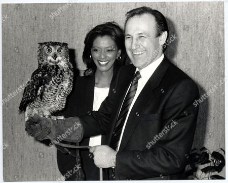 Zeinab Badawi....sudanese Newsreader/television Presenter With Fellow Presenter Of Itn Night News David Cass And 'ollie' The Owl.
