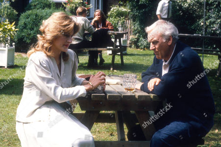 Amanda Hillwood as pathologist Dr Grayling Russell and John Thaw as Chief Inspector Morse