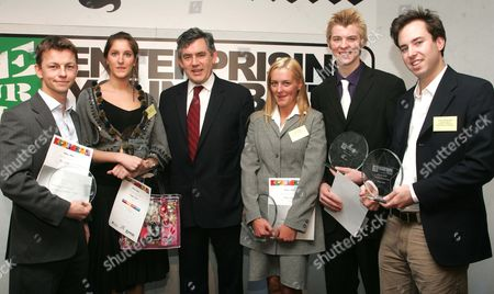 Daily Mail Enterprising Young Brits Competion. Gordon Brown Presents The Awards. Left To Right. Ali Clabburn Age 30 Social And Community Calypso Rose Age 24 Creative Gordon Brown Anna Cowley Age 25 Helping Hand Oliver Bridge Age 17 Teen James Murray Wells Age 22 Business.