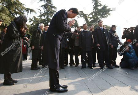 Yukio Hatoyama at the Memorial Hall of the Victims of the Nanjing Massacre
