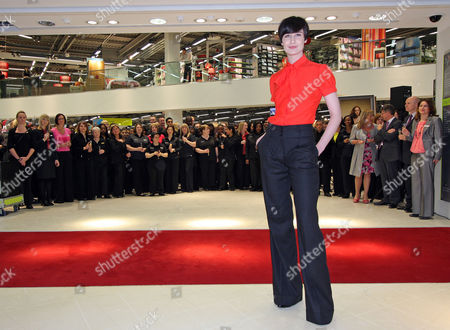 Mode Erin O'connor And M&s Director Kate Bostock Unveil The Brand New Flagship Marks And Spencer Store In Colliers Wood.