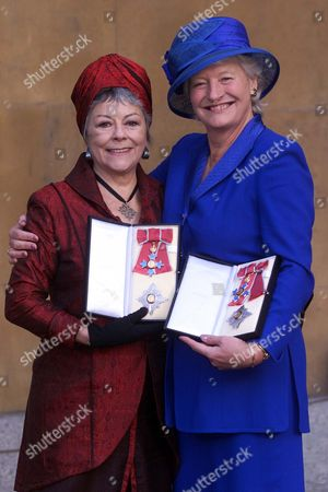 Dame Mary Peters And Dame Dorothy Tutin With There Medal The Most Excellent Order Of The British Empire. Shakespearean Actress Dame Dorothy Tutin And Athlete Mary Peters At Buckingham Palace In London Thursday November 16 2000 After They Were Both Was Invested As A Dame Commanders By Britain's Queen Elizabeth Ii. Peters Won A Pentathlon Gold Medal At The 1972 Olympic Games And Has Remained A Symbol Of Unity And Hope For Northern Ireland. A Member Of The Northern Ireland Sports Council For 20 Years And Of The British Sports Council For Nine Years She Was Also President Of The British Athletic Federation. Dame Dorothy Died 6/8/2001 Aged 71.