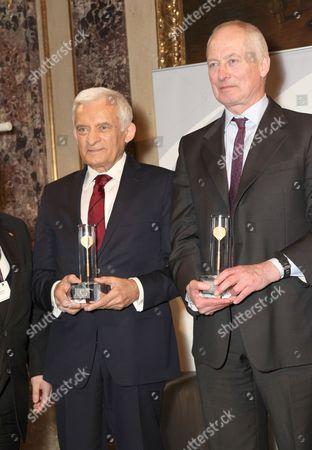 Jerzy Buzek, President of the European Parliament and Prince Hans Adam II of Liechtenstein presented with the Golden Arrow award