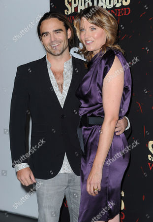 Dustin Clare and Lucy Lawless