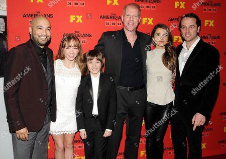Stock Photo of Maximiliano Hernandes, Holly Taylor, Keidrick Sellati, Noah Emmerich, Keri Russell and Matthew Rhys