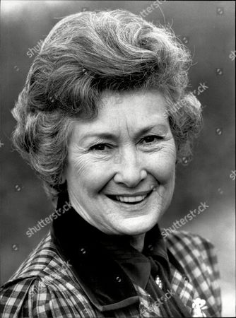 Actress Dinah Sheridan Dinah Sheridan (17 September 1920 A 25 November 2012)[1] Was An English Actress With A Career Spanning Seven Decades. She Was Best Known For Roles In Comedies And Appeared In Many Films Starting In The 1930s Including Genevieve (1953) And The Railway Children (1970). She Also Acted Extensively On Stage And In Television Appearing In The Long-running 1980s Sitcom Don't Wait Up Among Others.