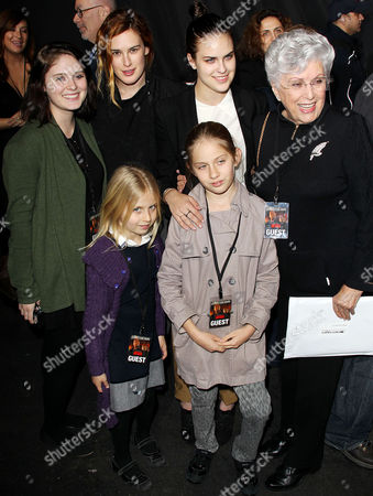 Stock Photo of Marlene Willis with granddaughters Hayley Willis, Sienna Willis, Rumer Willis and Tallulah Belle Willis