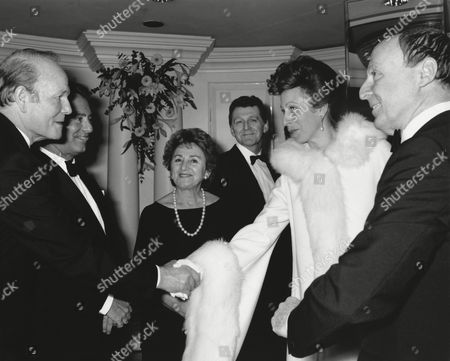 SYDNEY SAMUELSON (ACADEMY TRUSTEE), BRIAN TESLER (HEAD OF LWT), AIDA YOUNG (ACADEMY VICE CHAIR OF FILM), KEVIN BILLINGTON (ACADEMY VICE CHAIRMAN OF TELEVISION), HRH THE PRINCESS ROYAL (PRESIDENT OF THE ACADEMY) and JOHNNY GOODMAN (CHAIRMAN OF THE ACADEMY) at the Awards Ceremony in 1988