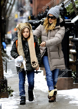 Sarah Jessica Parker takes her son James Broderick to school