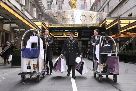 Doormen taking clothing and products into the hotel ... : savoy doorman - pezcame.com