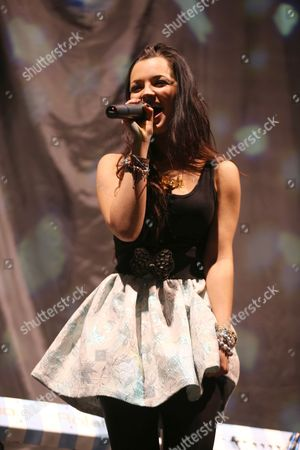 I Am Tich (stage name of Rachel Furner)