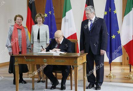 Stock Picture of Clio Bittoni, Daniela Schadt, Italian President Giorgio Napolitano and President of Germany Joachim Gauck