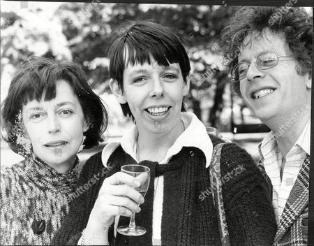 Gwen Watford With Frances De La Tour And Ray Brookes To Star In The Play Singles At Greenwick.