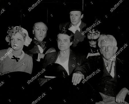 Actor Eric Porter With Members Of The Cast L-r Angela Shafta Herbert Wise Doris Buckley John Hayter Eric Porter And Horace Sequeira Eric Richard Porter (8 April 1928 Oo 15 May 1995) Was An English Actor Of Stage Film And Television.