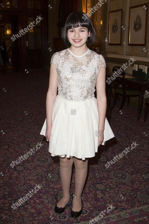 Maya Gerber (Young Elizabeth)