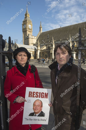Julie Bailey and Alan Edwards demanding the resignation of Sir David Nicholson