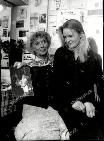 Actress Nyree Dawn Porter With Her Daughter Tassy At The National Theatre Nyree Dawn Porter Obe (22 January 1936/1940 Oo 10 April 2001) Born Ngaire Porter ('nyree' Is The Phonetic Spelling Of The Anglicised Pronunciation Of Her Name) Was A New Zealand-born Actress Of Stage Film And Television.