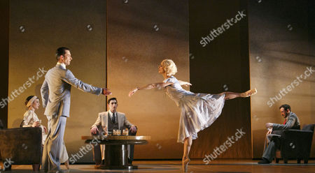 Stock Image of 'The Great Gatsby' - l-r: Hannah Bateman (Jordan Baker), Tobias Batley (Jay Gatsby), Giuliano Contadini (Nick Carraway), Martha Leebolt (Daisy Buchanan), Kenneth Tindall (Tom Buchanan)